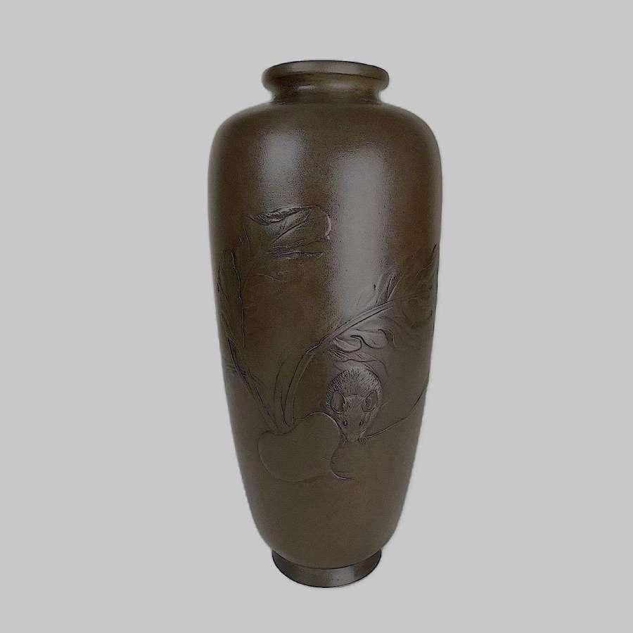 Japanese bronze vase with a rat signed Seiunsai Yoshitani Meiji period