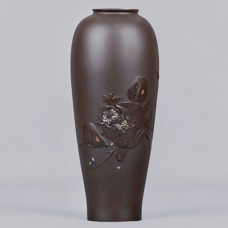 Japanese bronze vase with rats signed Hasegawa Issei Meiji period